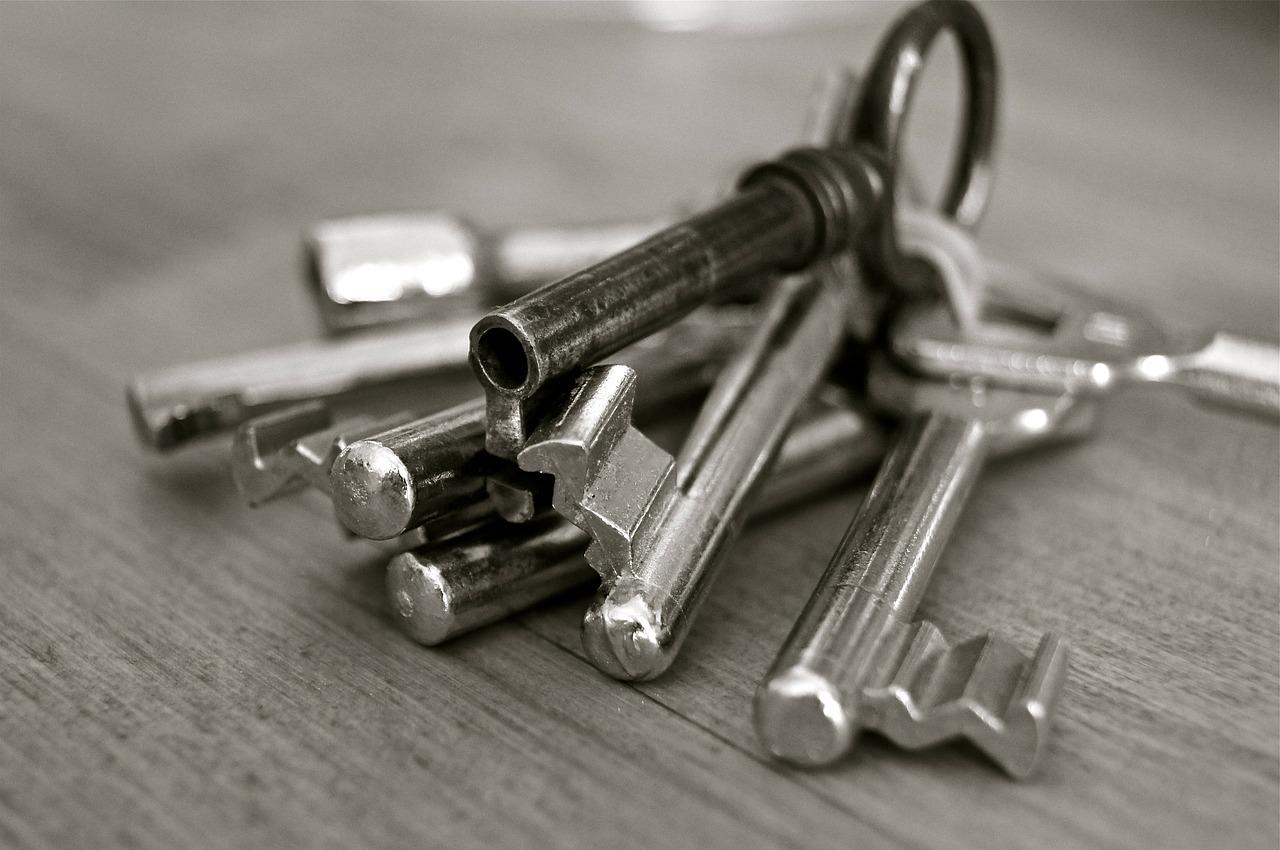 Peut-on vraiment ouvrir une porte claquée facilement ?